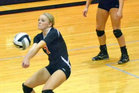 Mohawk rallies in 2nd set, finishes off sweep of Carey