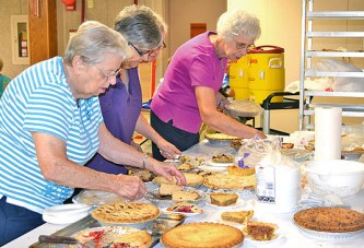 Volunteers host Harvestfest