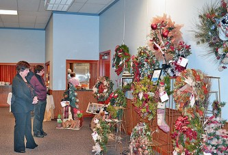 Annual chamber holiday wreath auction raises more than $7,000