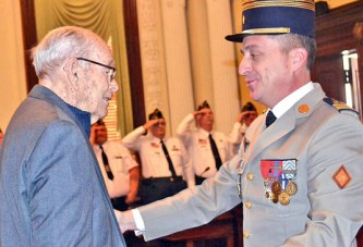 World War II veteran, 96, receives French honor for service to country