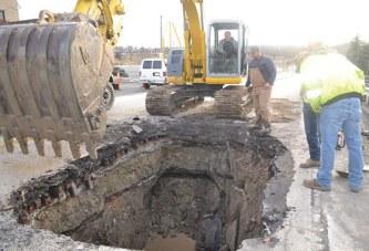 Sinkhole damages 2 cars, including USPD cruiser