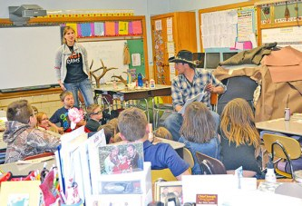 Teacher gets creative with mystery readers to encourage love of books