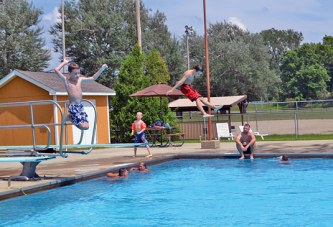 Upper swimming pool to be open one more week