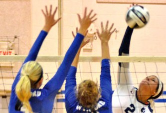 Carey wins close sets to defeat Wynford in 3