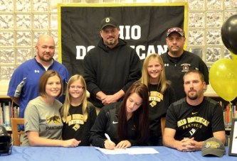 Falcons' Farmer to play softball at ODU