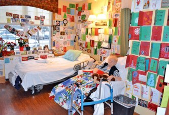 Woman diagnosed with terminal cancer gets hundreds of cards