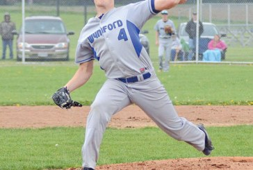 Royals strengthen N10 lead with extra-inning win