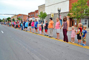 Human chain links hands for 1 full city block in call for end of violence